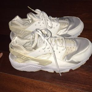 Women's 8 White Hurraches